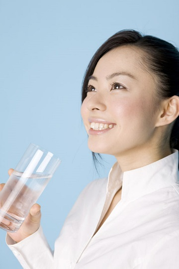 woman drinking water for a healthy liver