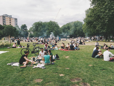 picnic in a London park