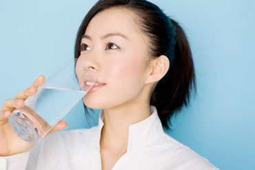 woman-drinking-water-love-your-liver